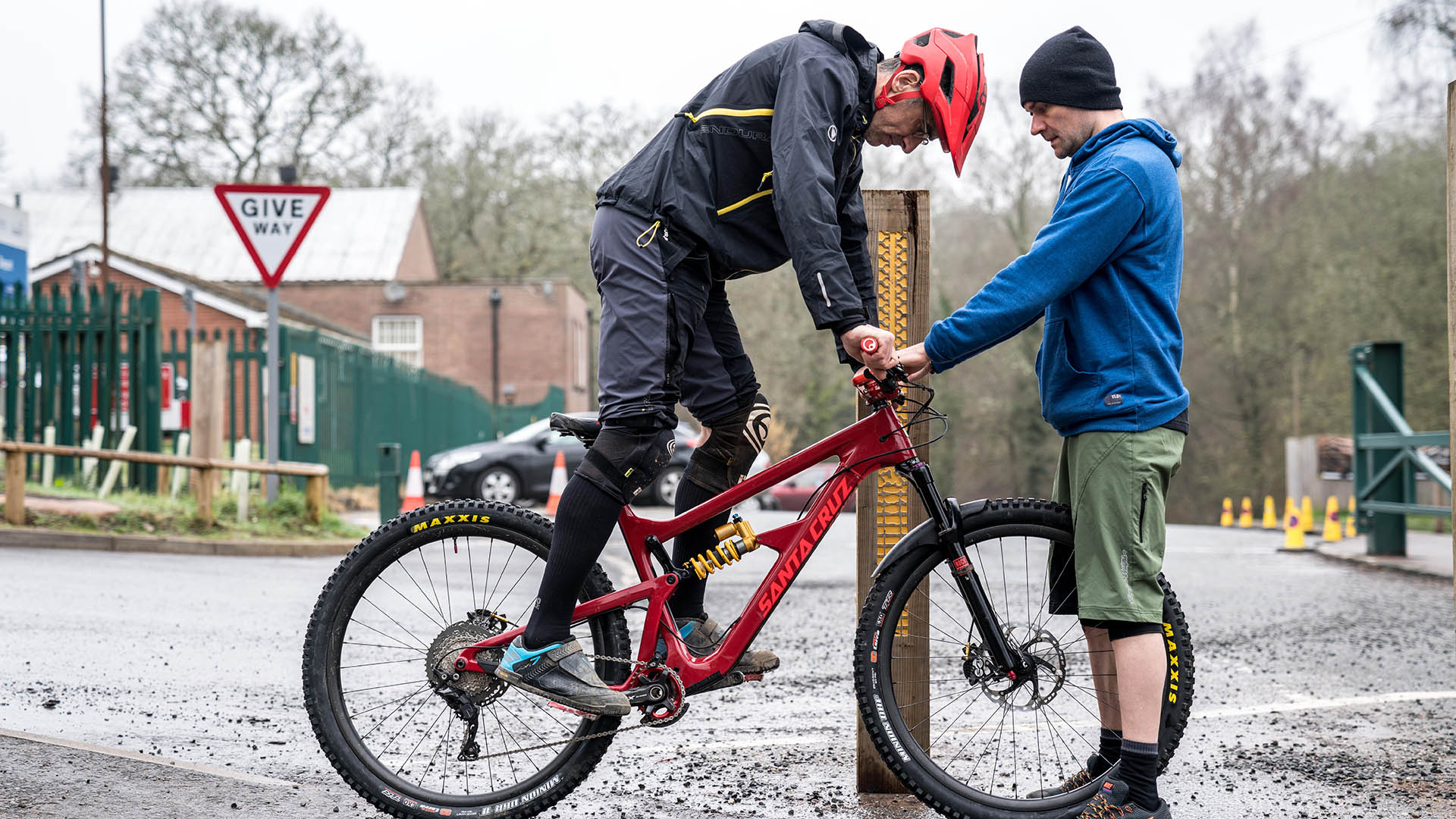 +3 Coach Alan Milway helps a rider setup their sag before we hit the trails in the Forest of Dean