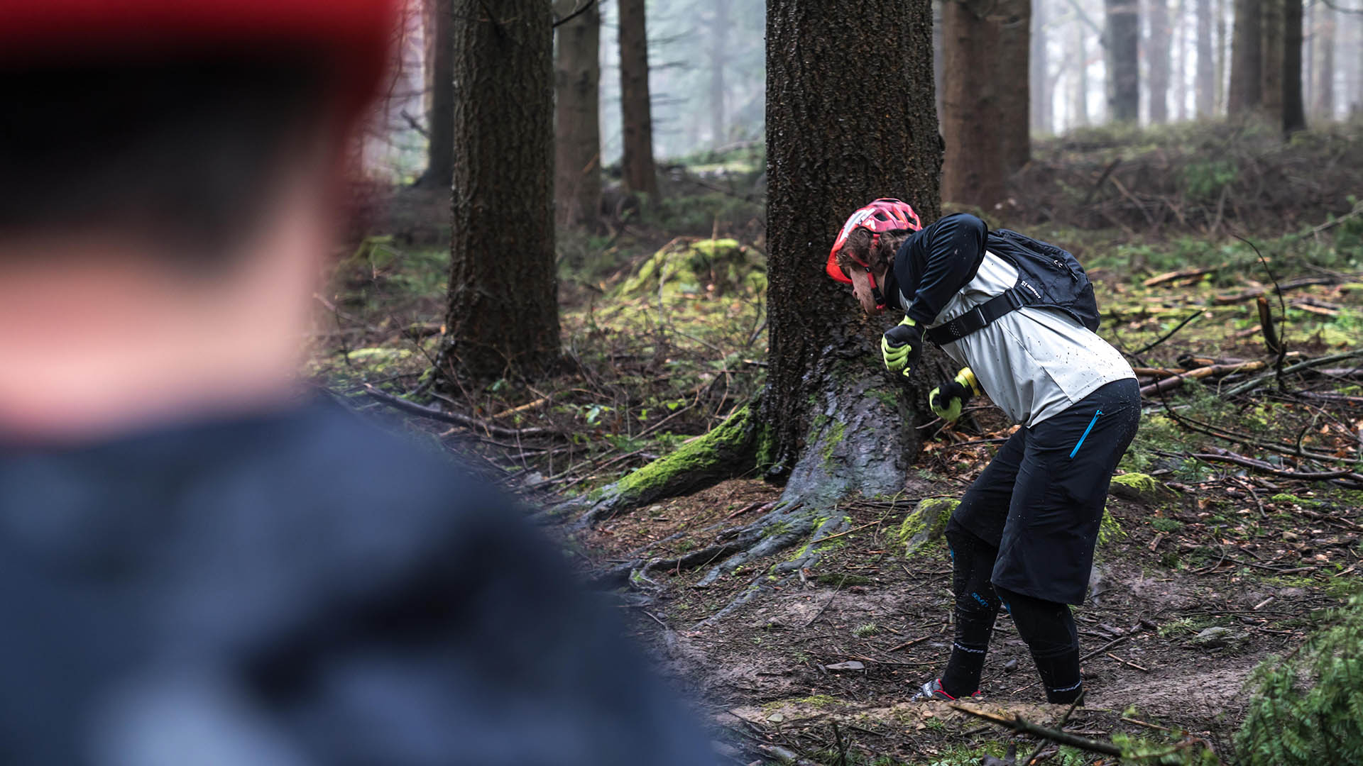 +3 MTB Coach Jay Williamson talking through cornering technique on a coaching day in the Forest of Dean