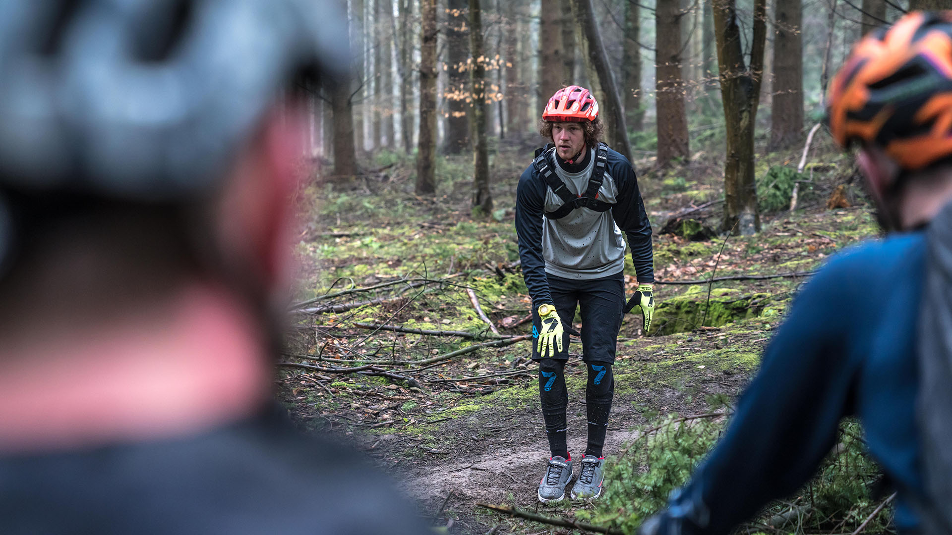 +3 MTB Coach Jay Williamson talks line choice during a coaching event in the Forest of Dean